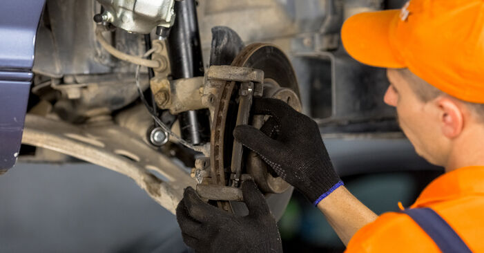 Schritt-für-Schritt-Anleitung zum selbstständigen Wechsel von BMW E46 2000 316i 1.9 Radlager