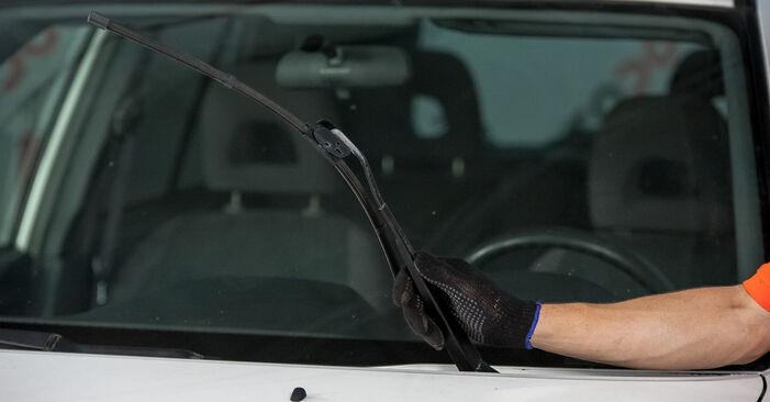 Como trocar Escovas do Limpa Vidros no Toyota Rav4 II 2000 - manuais gratuitos em PDF e vídeo