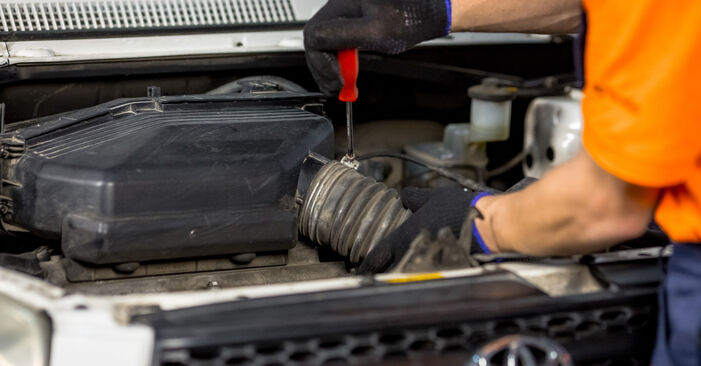 How to replace TOYOTA RAV 4 II (CLA2_, XA2_, ZCA2_, ACA2_) 2.0 D 4WD (CLA20_, CLA21_) 2001 Spark Plug - step-by-step manuals and video guides