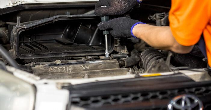 Kuinka vaikeaa on tehdä itse: Sytytystulpat-osien vaihto Toyota Rav4 II 2.4 4WD (ACA23, ACA22) 2000 -autoon - lataa kuvitettu opas