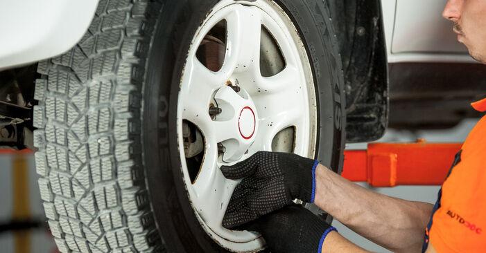 Come rimuovere TOYOTA RAV4 2.4 4WD 2004 Dischi Freno - istruzioni online facili da seguire