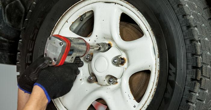 Cum să înlocuiți TOYOTA RAV 4 II (CLA2_, XA2_, ZCA2_, ACA2_) 2.0 D 4WD (CLA20_, CLA21_) 2001 Amortizor – manualele pas cu pas și ghidurile video