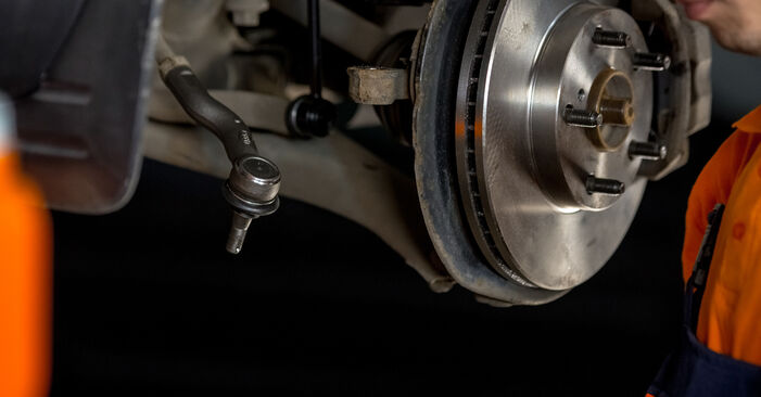 Substituição de TOYOTA RAV4 2.4 4WD (ACA23) Rolamento da Roda: guias online e tutoriais em vídeo