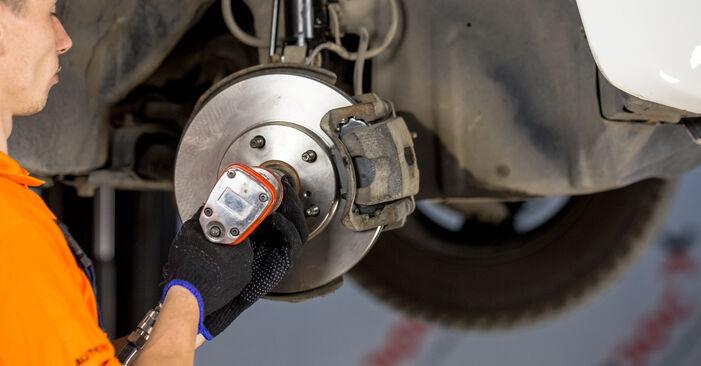 Quão difícil é efetuar a substituição de Rolamento da Roda no Toyota Rav4 II 2.4 4WD (ACA23, ACA22) 2000 por si mesmo - descarregue o guia ilustrado