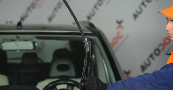 How to replace NISSAN X-TRAIL (T30) 2.2 dCi 4x4 2002 Wiper Blades - step-by-step manuals and video guides