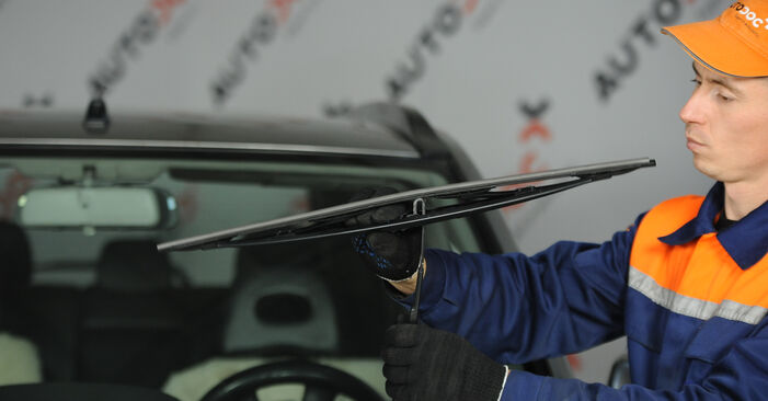 How to remove NISSAN X-TRAIL 2.2 dCi 2005 Wiper Blades - online easy-to-follow instructions