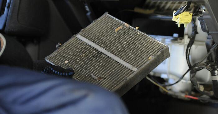 Innenraumfilter am NISSAN X-TRAIL (T30) 2.0 2006 wechseln – Laden Sie sich PDF-Handbücher und Videoanleitungen herunter