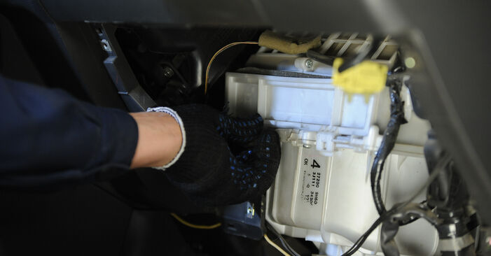 Innenraumfilter Ihres Nissan X Trail t30 2.2 dCi 4x4 2009 selbst Wechsel - Gratis Tutorial