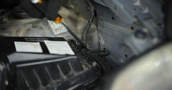 Wie Kraftstofffilter NISSAN X-TRAIL (T30) 2.2 Di 4x4 2002 austauschen - Schrittweise Handbücher und Videoanleitungen