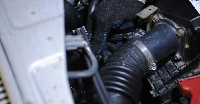 Austauschen Anleitung Kraftstofffilter am Nissan X Trail t30 2011 2.2 dCi 4x4 selbst