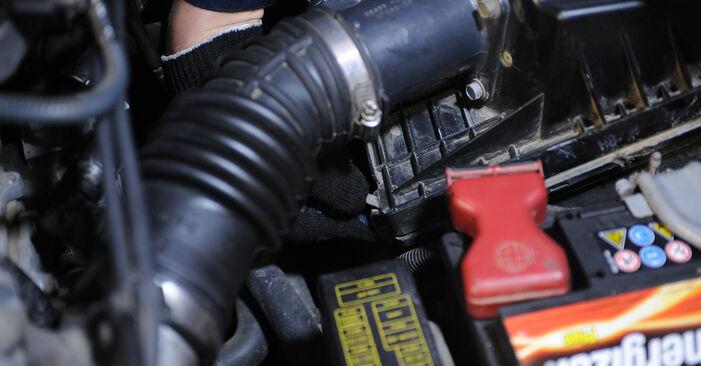 Kraftstofffilter am NISSAN X-TRAIL (T30) 2.0 2006 wechseln – Laden Sie sich PDF-Handbücher und Videoanleitungen herunter