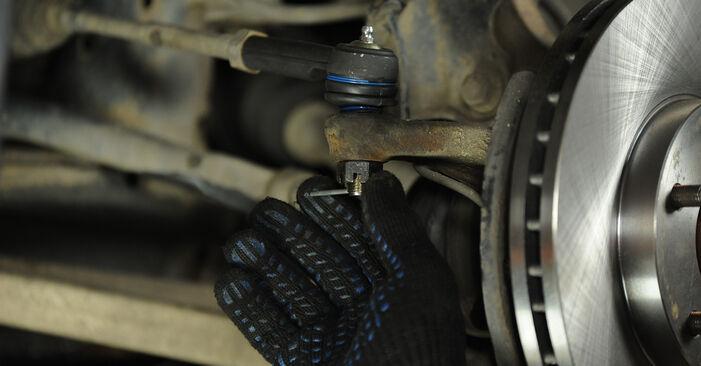 Podrobné odporúčania pre svojpomocnú výmenu Nissan X Trail t30 2001 2.2 dCi Hlava / čap spojovacej tyče riadenia