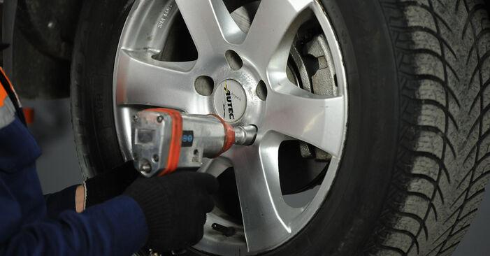 Nissan X Trail t30 2.2 Di 4x4 2003 Hlava / čap spojovacej tyče riadenia výmena: bezplatné návody z našej dielne
