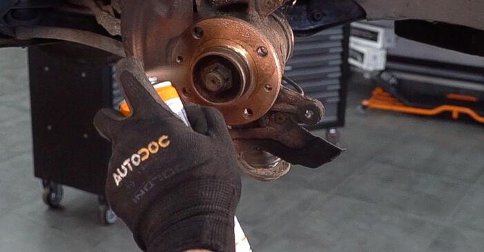 Schritt-für-Schritt-Anleitung zum selbstständigen Wechsel von Nissan X Trail t30 2001 2.2 dCi Bremsscheiben