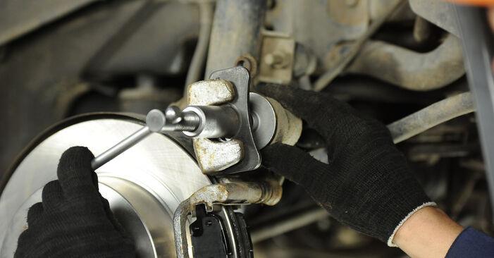 Austauschen Anleitung Bremsbeläge am Nissan X Trail t30 2011 2.2 dCi 4x4 selbst