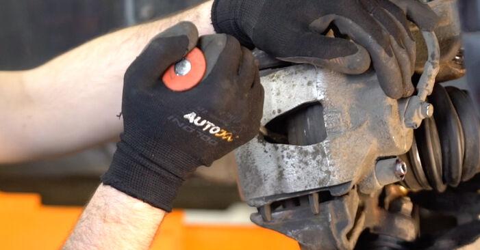 Wie schwer ist es, selbst zu reparieren: Bremsbeläge Nissan X Trail t30 2.2 DCi FWD 2007 Tausch - Downloaden Sie sich illustrierte Anleitungen