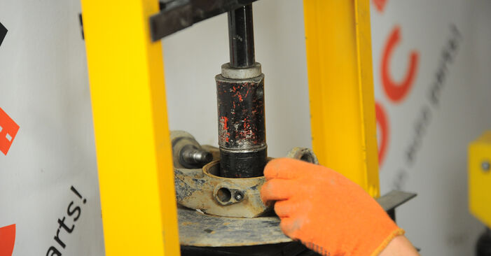 Radlager ML W163 ML 400 CDI 4.0 (163.128) 2000 wechseln: Kostenlose Reparaturhandbücher