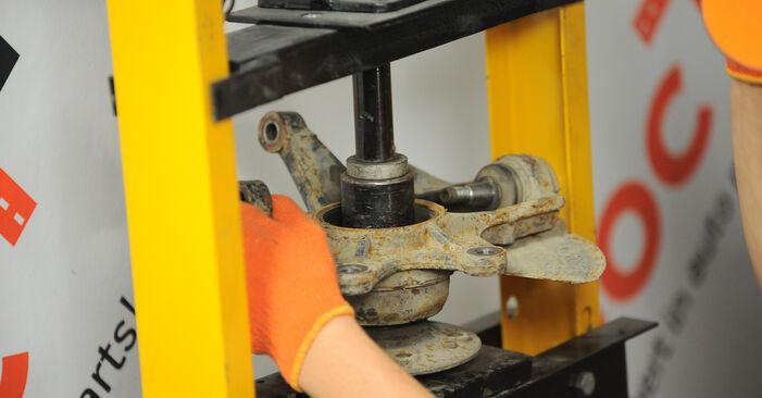 Radlager am MERCEDES-BENZ M-Klasse (W163) ML 230 2.3 (163.136) 2003 wechseln – Laden Sie sich PDF-Handbücher und Videoanleitungen herunter