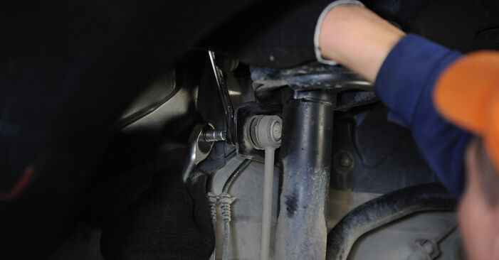Wie schwer ist es, selbst zu reparieren: Koppelstange Mercedes W169 A 200 2.0 (169.033, 169.333) 2010 Tausch - Downloaden Sie sich illustrierte Anleitungen