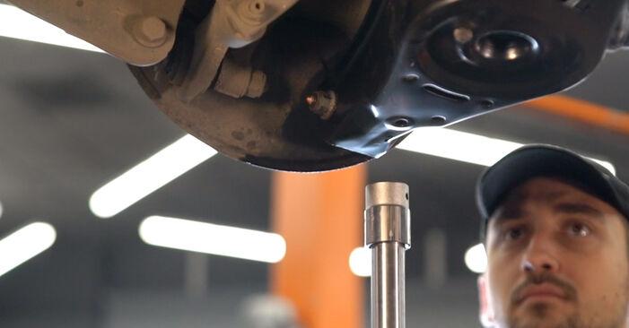 Wie schwer ist es, selbst zu reparieren: Stoßdämpfer Mercedes W169 A 200 2.0 (169.033, 169.333) 2010 Tausch - Downloaden Sie sich illustrierte Anleitungen