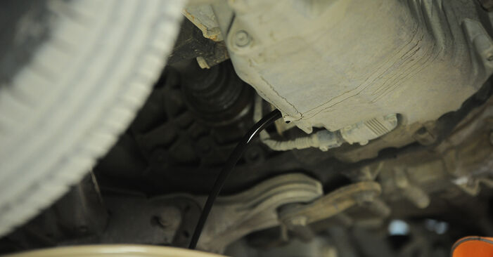 Wie Ölfilter VW SHARAN (7M8, 7M9, 7M6) 2.0 TDI 1996 austauschen - Schrittweise Handbücher und Videoanleitungen