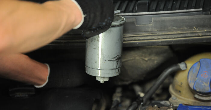 How hard is it to do yourself: Fuel Filter replacement on VW Sharan 1 2.8 V6 24V 2001 - download illustrated guide