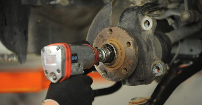Hvordan man udskifter VW SHARAN (7M8, 7M9, 7M6) 1.9 TDI 1996 Hjulleje - trin-for-trin manualer og video vejledninger