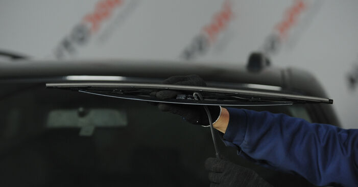 How to remove KIA SORENTO 3.5 2006 Wiper Blades - online easy-to-follow instructions