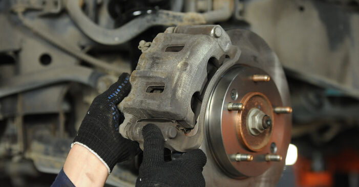 Step-by-step recommendations for DIY replacement KIA Sorento jc 2015 3.5 Brake Discs