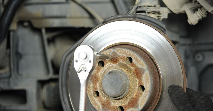 Consigli passo-passo per la sostituzione del fai da te Mercedes W169 2008 A 200 CDI 2.0 (169.008, 169.308) Dischi Freno