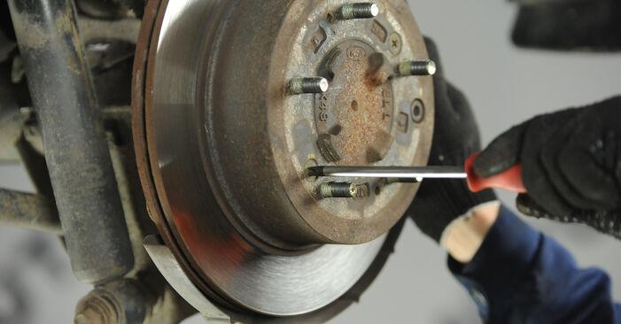 Schrittweise Anleitung zum eigenhändigen Ersatz von KIA Sorento jc 2015 3.5 Bremsscheiben