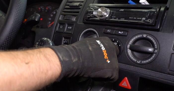 Austauschen Anleitung Innenraumfilter am VW T5 Kasten 2013 2.5 TDI selbst