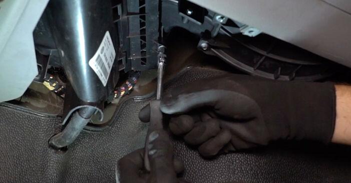 Innenraumfilter VW T5 Kasten 1.9 TDI 2005 wechseln: Kostenlose Reparaturhandbücher