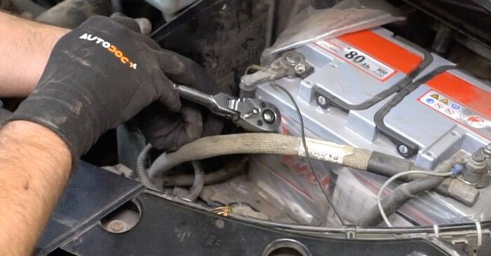 Cum să înlocuiți Filtru combustibil la VW Transporter V Van (7HA, 7HH, 7EA, 7EH) 2008: descărcați manualele în format PDF și instrucțiunile video