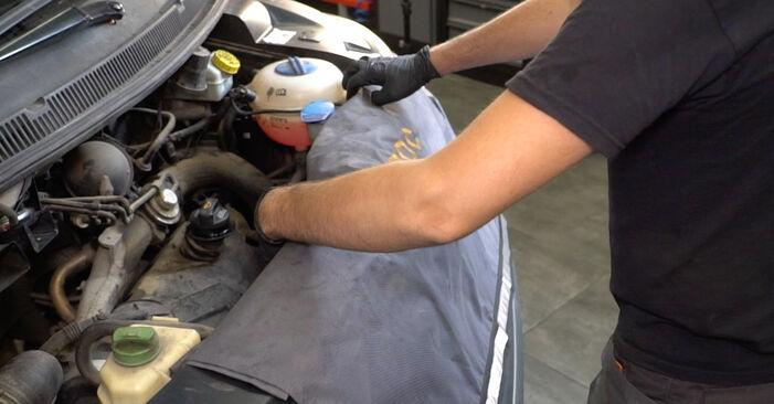 Cum să schimbați Filtru combustibil la VW Transporter V Van (7HA, 7HH, 7EA, 7EH) 2015 - sfaturi și trucuri utile