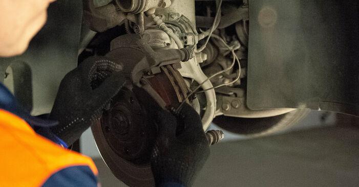Austauschen Anleitung Bremsbeläge am Peugeot 407 Limousine 2006 2.0 HDi 135 selbst
