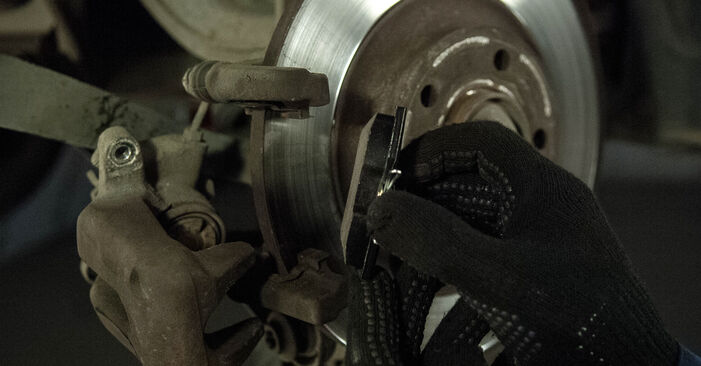 Schritt-für-Schritt-Anleitung zum selbstständigen Wechsel von Peugeot 407 Limousine 2009 2.0 HDi Bremsbeläge