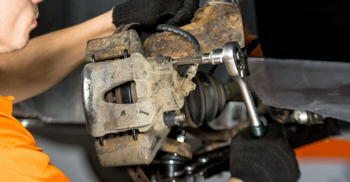VW GOLF 1.9 TDI Strut Mount replacement: online guides and video tutorials