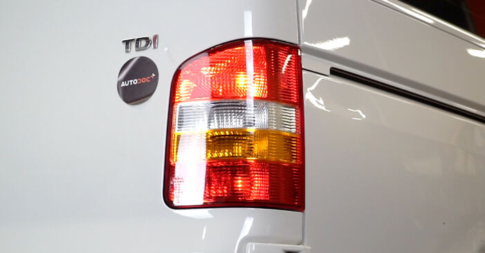 Step-by-step recommendations for DIY replacement VW T5 Van 2016 2.5 TDI Tail Lights