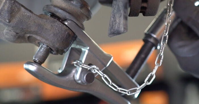 Remplacer Rotule de Suspension sur VW Transporter T5 2013 2.5 TDI par vous-même