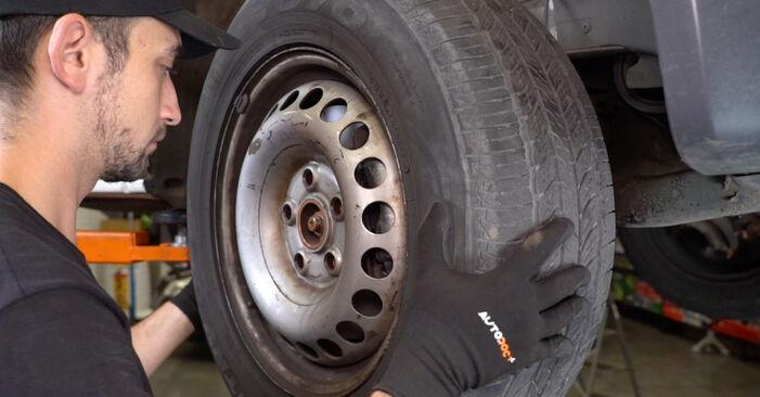 Comment changer Rotule de Suspension sur VW Transporter V Van (7HA, 7HH, 7EA, 7EH) 2015 - trucs et astuces