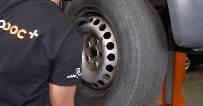 Changer Rotule de Suspension sur VW Transporter V Van (7HA, 7HH, 7EA, 7EH) 2.0 TDI 2006 par vous-même