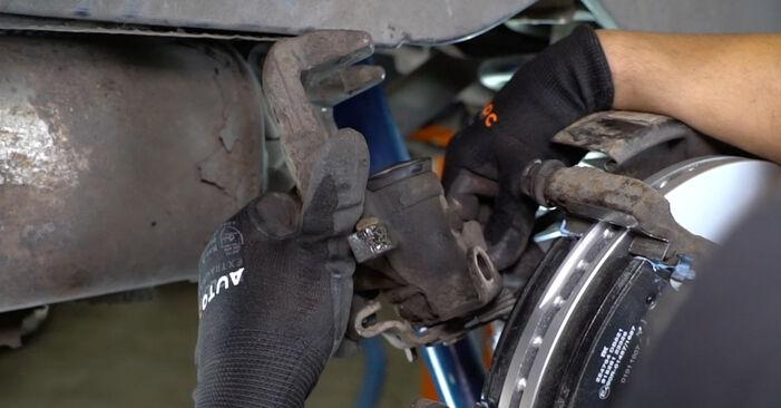 Tausch Tutorial Bremssattel am VW Transporter V Kastenwagen (7HA, 7HH, 7EA, 7EH) 2015 wechselt - Tipps und Tricks