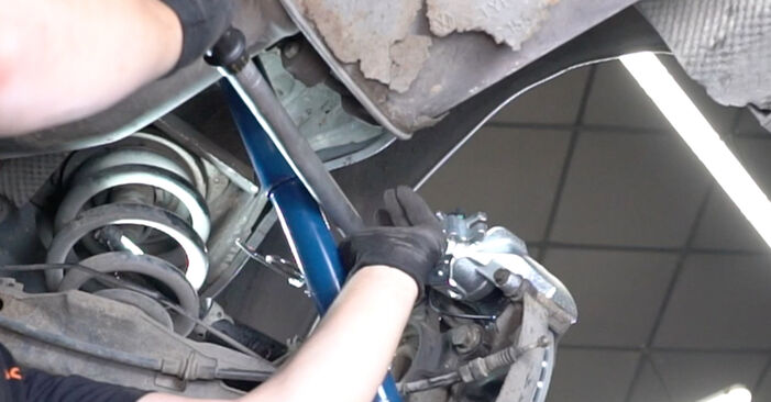 Wie VW TRANSPORTER 2.5 TDI 2007 Bremssattel ausbauen - Einfach zu verstehende Anleitungen online
