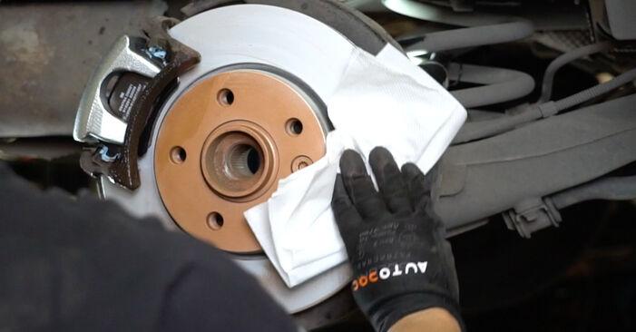 Wie Bremssattel VW T5 Kasten 2.5 TDI 2003 tauschen - Kostenlose PDF- und Videoanleitungen