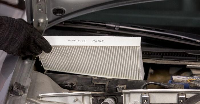 Kaip pakeisti Oro filtras, keleivio vieta AUDI A4 Sedanas (8E2, B6) 2000: atsisiųskite PDF instrukciją ir vaizdo pamokas
