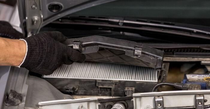 Ar sudėtinga pasidaryti pačiam: Audi A4 b6 2.5 TDI 2001 Oro filtras, keleivio vieta keitimas - atsisiųskite iliustruotą instrukciją