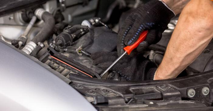 Austauschen Anleitung Luftfilter am Audi A4 B6 2000 1.9 TDI selbst