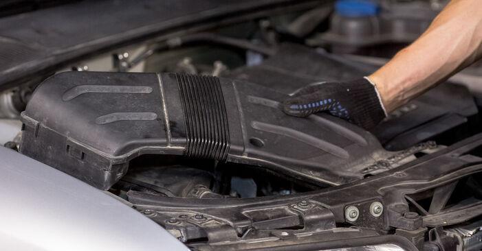 Schritt-für-Schritt-Anleitung zum selbstständigen Wechsel von Audi A4 B6 2003 1.6 Luftfilter