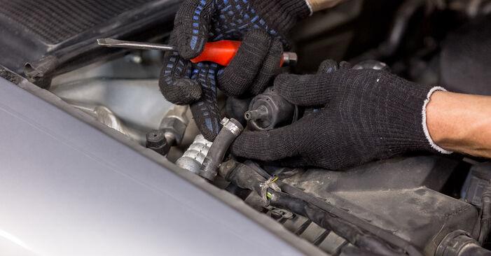 Luftfilter am AUDI A4 Limousine (8E2, B6) 1.9 TDI quattro 2000 wechseln – Laden Sie sich PDF-Handbücher und Videoanleitungen herunter